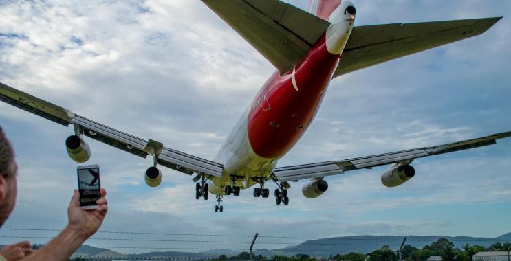VH-OJA_landing_20150308_0747_743x380